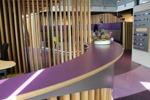 Blokvorm architectuur meubel ontwerp balie