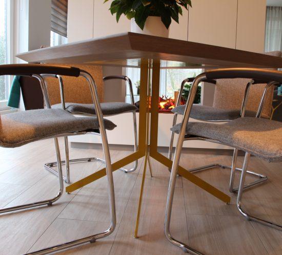 Blokvorm architectuur meubel ontwerp eettafel