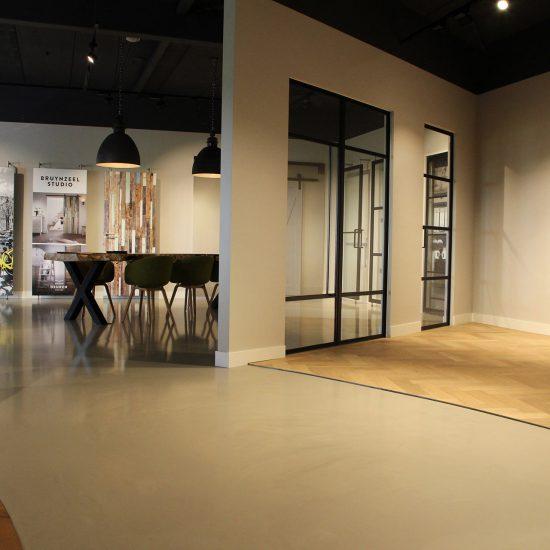 Blokvorm-architectuur zakelijk kantoor showroom